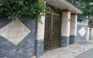 Trang-trí-cột-cồng-bằng-đá-ốp-tường-ngoại-thất