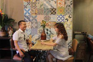 Ốp tường cho quán cà phê bằng gạch bông ngẫu nhiên