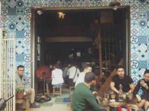Trang trí quán cafe bằng gạch bông ngẫu nhiên
