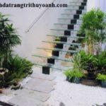 Tô điểm chân cầu thang bằng sỏi trắng tự nhiên