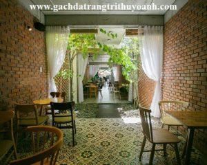 Nhà hàng trang trí tường bằng gạch cổ