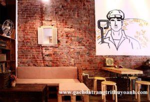 Quán cafe mang phong cách xưa được trang trí bằng gạch đất nung (gạch cổ)