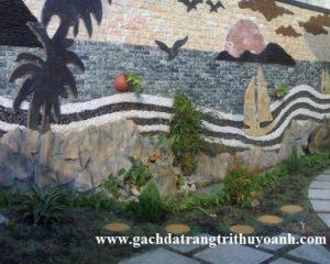 Tranh tường được trang trí bằng sỏi đá tự nhiên