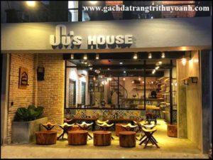 quán cà phê được trang trí bằng gạch cổ