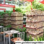 Trang trí quán cafe sân vườn bằng đá cuội