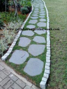 Đá thớt lát lối đi trong sân vườn