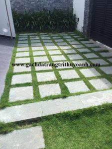 Ấn tượng hơn với sân vườn lát đá băm xanh