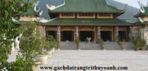 Sân Chùa được lát bằng đá băm xanh Thanh Hoá