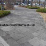 Tạo sự khác biệt với đá ong xám lát sân vườn