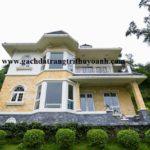 Trang trí mặt tiền ngôi nhà bằng đá bóc vàng và đá bóc đen tự nhiên