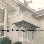 Đá bóc trắng trang trí mặt tiền ngôi nhà