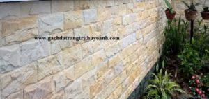 Đẹp hơn với bức tường ốp bằng đá bóc hồng