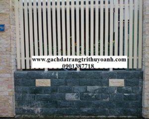 Tô điểm cho bức tường cổng bằng đá bóc xanh rêu
