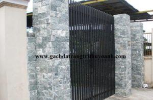 Tô điểm cho cột cổng bằng đá bóc xanh ngọc