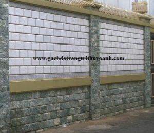 Tạo điểm nhấn cho bức tường bằng đá bóc xanh ngọc