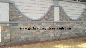 Tạo điểm nhấn cho bức tường bằng đá vân gỗ lồi