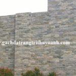 Trang trí tường bằng đá vân gỗ lồi
