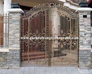 Đá vân gỗ lồi ốp cột cổng