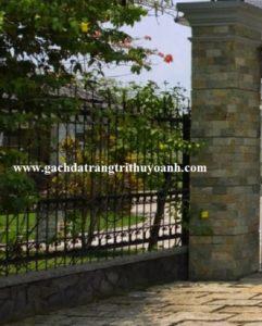 Cột cổng ốp đá vân gỗ phẳng