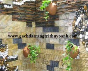 Góc nhỏ quán cafe trang trí tiểu cảnh bằng đá răng lược vàng