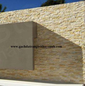 Trang trí tường bằng đá ghép vàng