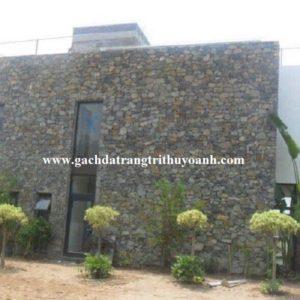 Tô điểm cho ngôi nhà ốp lát trang trí bằng đá chẻ bao vàng