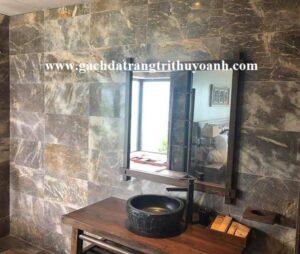 Phòng tắn khu resort ốp lát trang trí bằng đá mài bóng vàng bông
