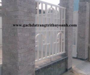 Cột cổng ốp lát trang trí bằng đá mài bóng bông mai
